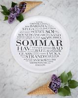 Bricka rund 31 cm, Sommar, vit/svart text