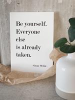 Trätavla A5, Be yourself, vit/svart text