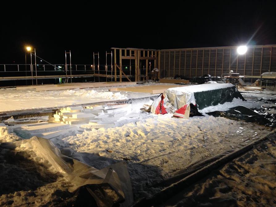 Taket av Joker Sørkjosen, veggene til kafeen er på tur opp.