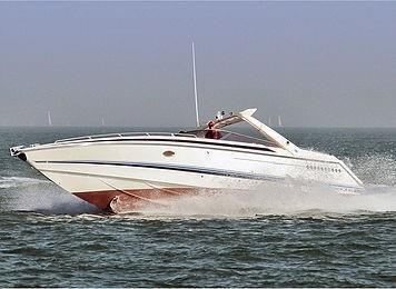 Motorbåt i fint driv