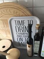 Bricka 27x20 cm, Time to drink, vit/svart text