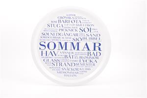 Bricka rund 31 cm, Sommar, vit/blå text