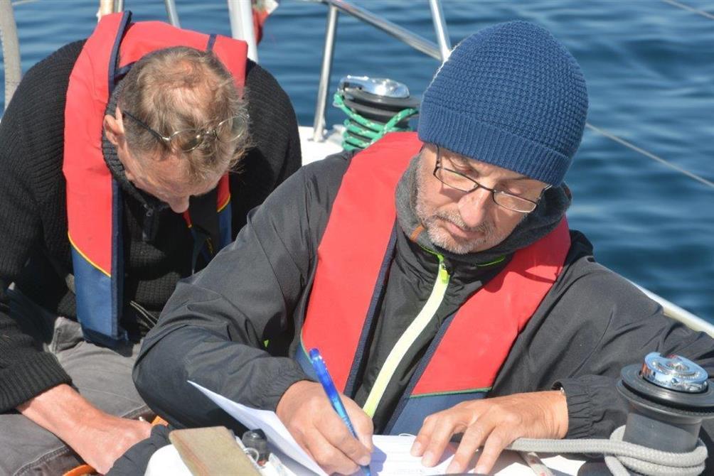Seilkurset avsluttes med eksamen. Bestått eksamen gir eget seile sertifikat som kan brukes til leie av båt