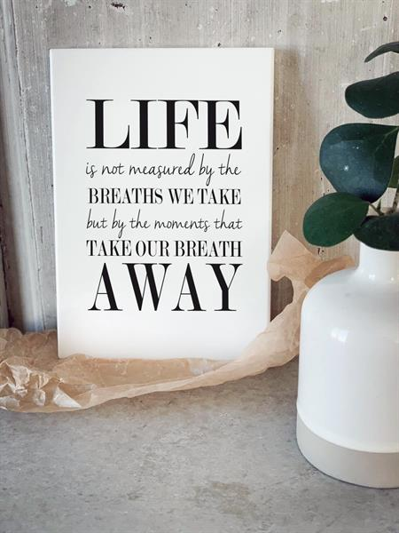 Trätavla A5, Life is not measured, vit/svart text