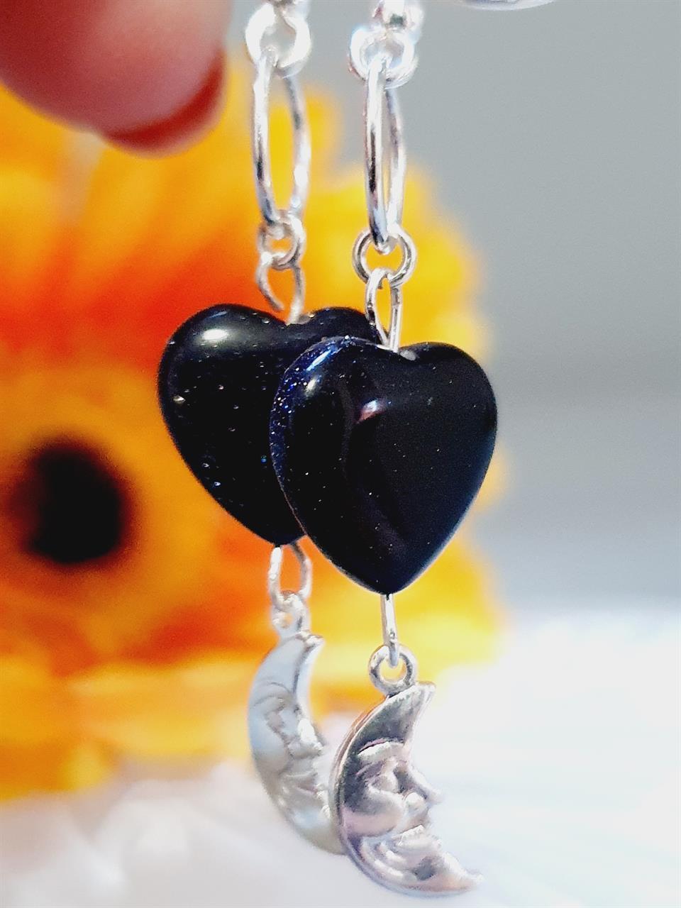Örhängen i silver med gnistrande sten mörk blå