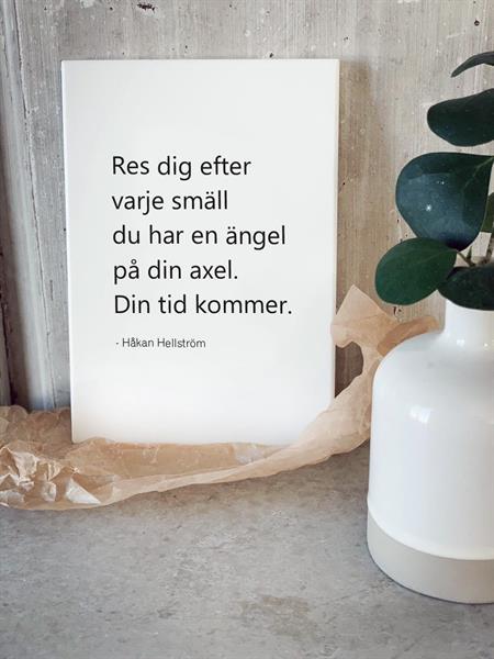 Trätavla A5, Res dig, vit/svart text