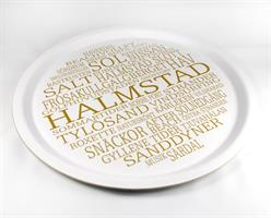 Bricka rund 31 cm, Halmstad, vit/guldtext