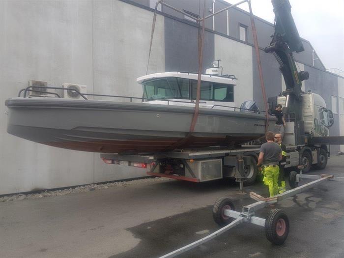 Axopar 28 behandlet med Coppercoat  - klar for sjøsetting