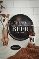 Bricka rund 31 cm, Beer, svart/vit text