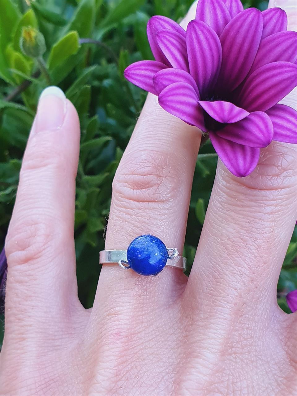 Silverring med lapis lazuli infattning