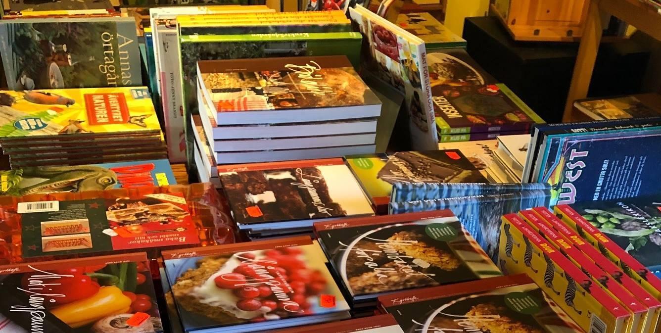 Interiör från vår bokhandel i Rånnesta Närke.