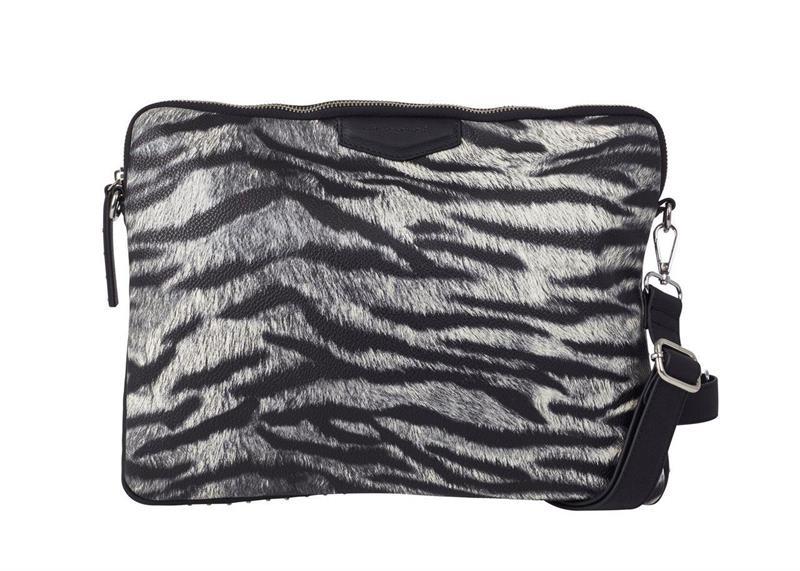 Ulrika Datafodral m axelrem zebra