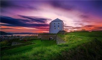 Aziz Nasuti-Glowing sky over the castle