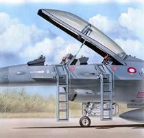 Ladders for F-16B/D