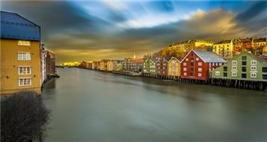 Aziz Nasuti-Dramatic sky over Trondheim