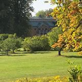 Ekebyhof slott på Ekerö är Sveriges största träslott. Genbank för äpplen i parken, kom och smaka på hösten