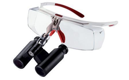 Air X (Saatavilla suurennoksilla 2,5x,S3,5x, 4,5x, 6,0x) Ergonomiset luuppilasit tarkkaan työskentelyyn. Voidaan käyttää silmälasien päällä. Saatavilla myös UV525 ja lasersuojauksella.