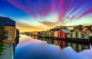 Aziz Nasuti-Dramatic sunset over Trondheim