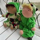 Två kramgoa mellanbarn i ljus- & äppelgrönt!