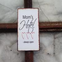 Magnet mom's hotel always open
