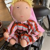 Mellanbarn med luva och blond lugg - 300 Kr - Klicka för att beställa!
