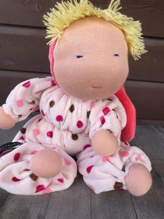 SÅLD!! Stor kramdocka med luva och blond lugg - 350 kr - klicka för att beställa!