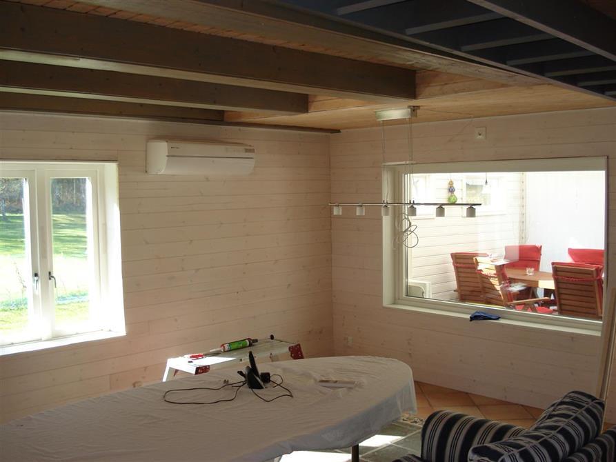 Fönster/väggbeklädnad sommarstuga
