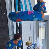 Blå dockmobil med 4 dockor - 450 kr inkl frakt!