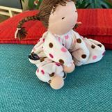 Mellanbarn i ljusrosa med brunmelerade flätor- Klicka för att beställa!
