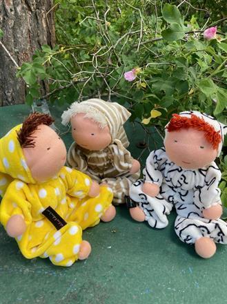 Tre stora dockor med luva ca 30 cm lång, med 20 cm luva!