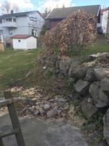 Natursten mur i behov for hjelp