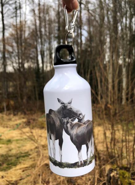 Vattenflaska ko med dubbelkalv
