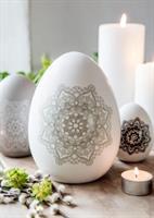 Stort stående vitt ägg i keramik från Majas Cottag