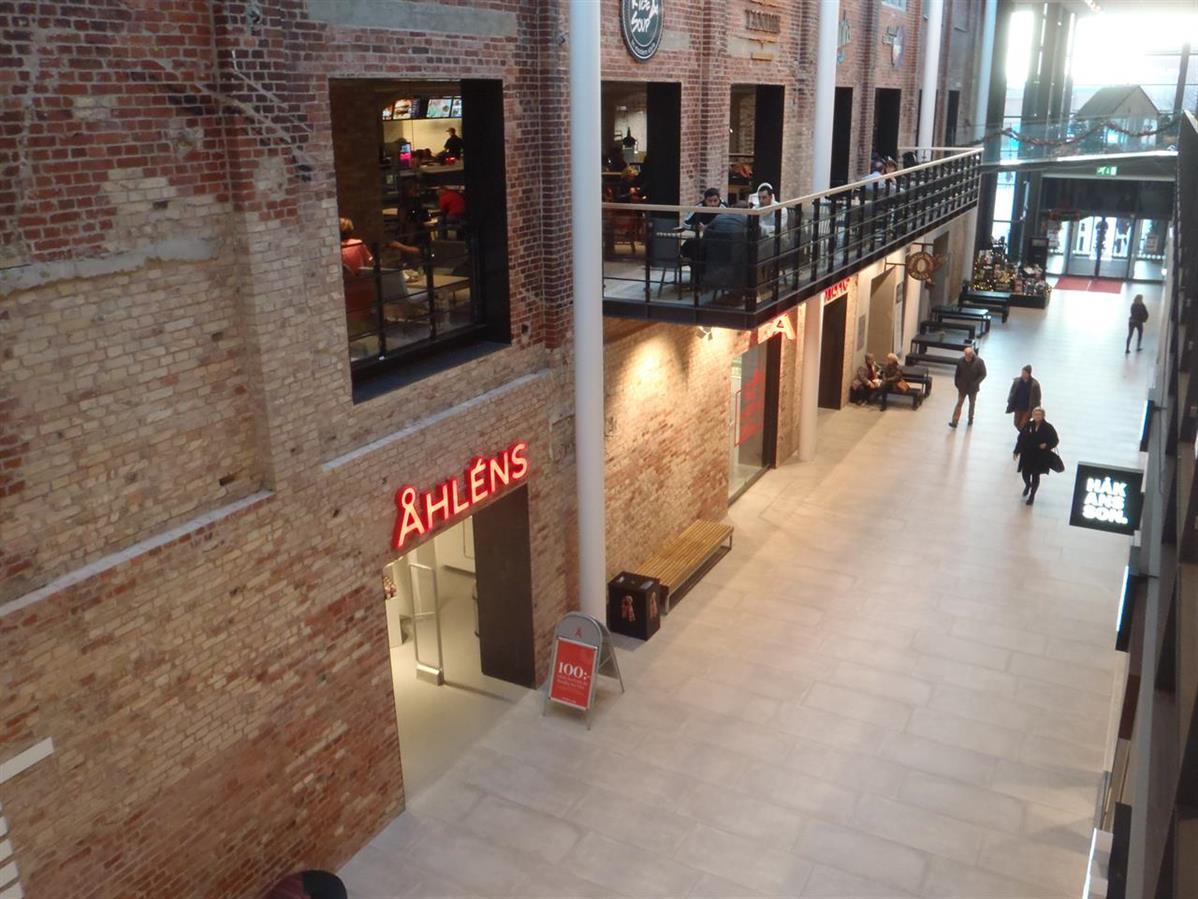 I Mobilia shoppingcenter har Atrium Ljungberg tagit till vara på kulturhistoriska värden och sparat gamla byggnadsdelar.