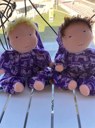 Två goa mellanbarn i lila med ljuslila fordonsmönster!