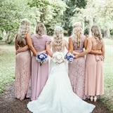 Sandra med sina tjejer foto av Kristoffer Björnberg @weddingsverige