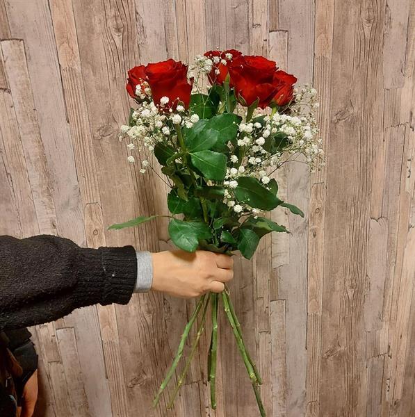 5 röda rosor