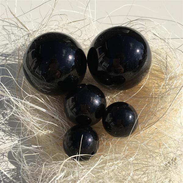 Fem svarta klot 2,5-5 cm