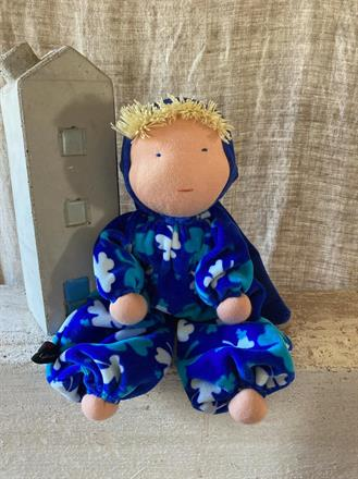 Stor kramdocka med mörkblå luva och blond lugg Klicka på bilden för att beställa!