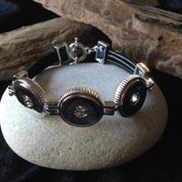 Armband med trippelsnöre