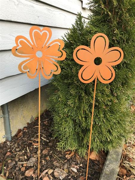 Blomma på stav vänster
