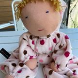 Stor rosa kramdocka med luva och melerad blond lugg - klicka för att beställa!