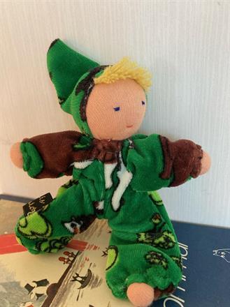 Fickdocka i grönt med blond lugg - klicka för att beställa