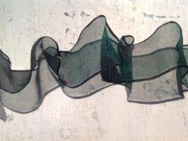 Grönt organzaband med ståltråd