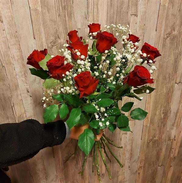 10 röda rosor