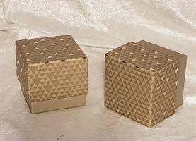 Guld kartong 8x8x7,5cm