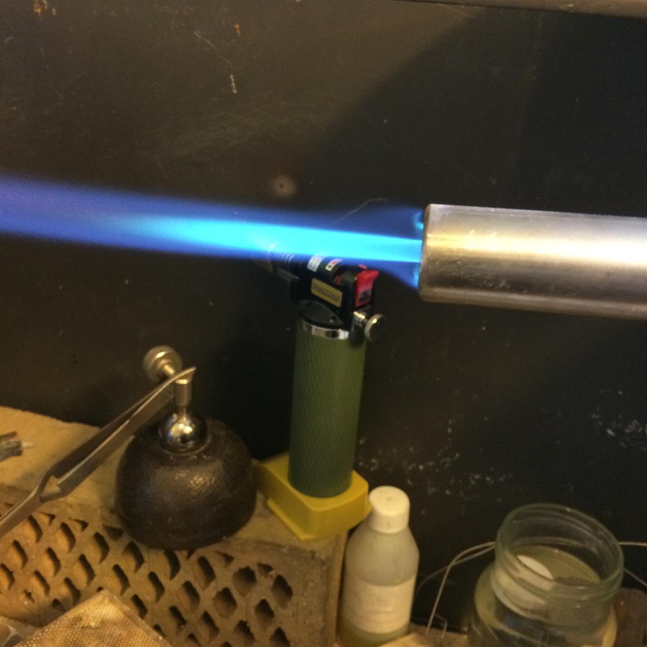 Brännare med blå låga.