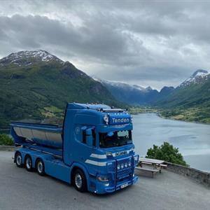 WSI Scania R 6x2 CR20H Tenden med asfaltbalje og krokløft (NO) (FB)