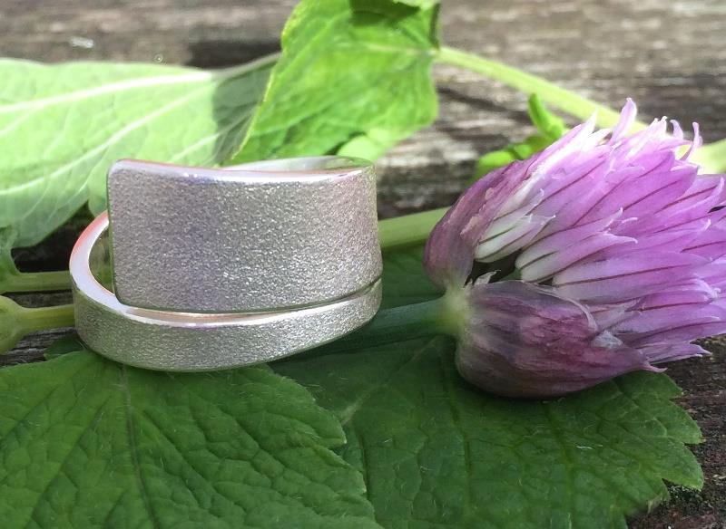 Matterad ring i silver