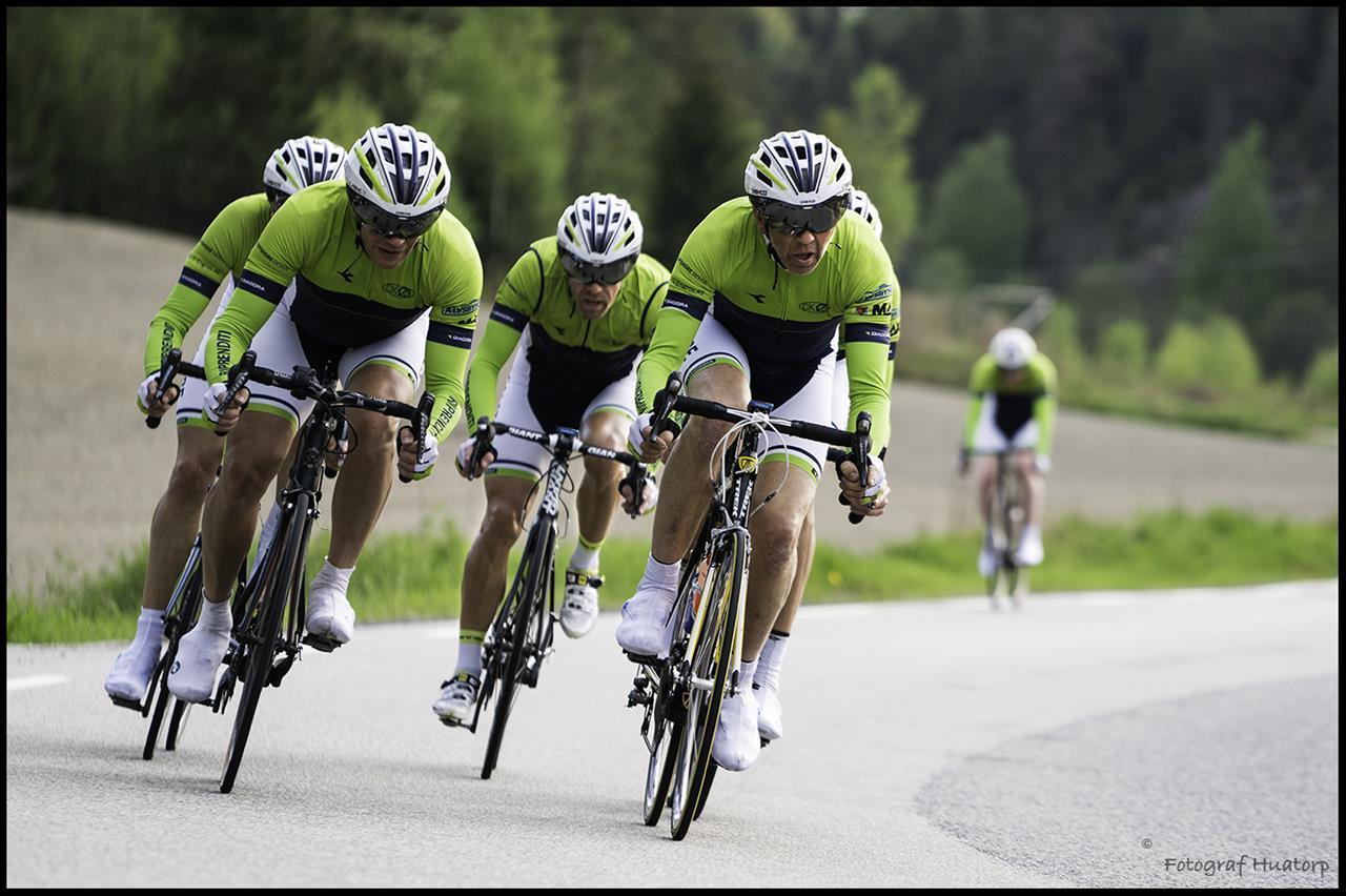 Her er et bilde av noen av de beste i Scalatore i et lite rykk på trening